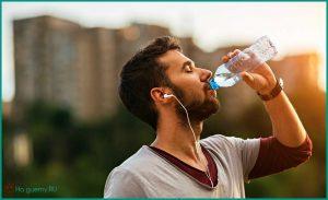В течение всего дня после завтрака нужно пить только воду