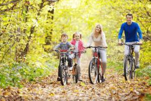 поездка на велосипеде с семьей